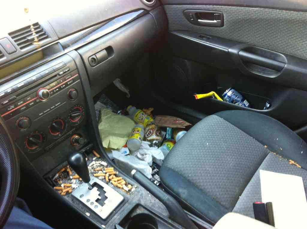 6MQ6iV7 1024x765 Carro sujo: Você não vai acreditar no grau de imundície desse carro!