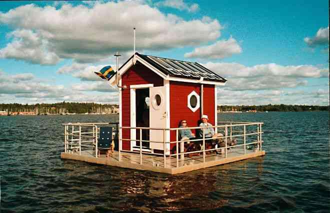 9c760a1a9153ec752251a49e25193db5 Parece uma casinha no meio do lago, mas você não vai acreditar no que tem ali dentro