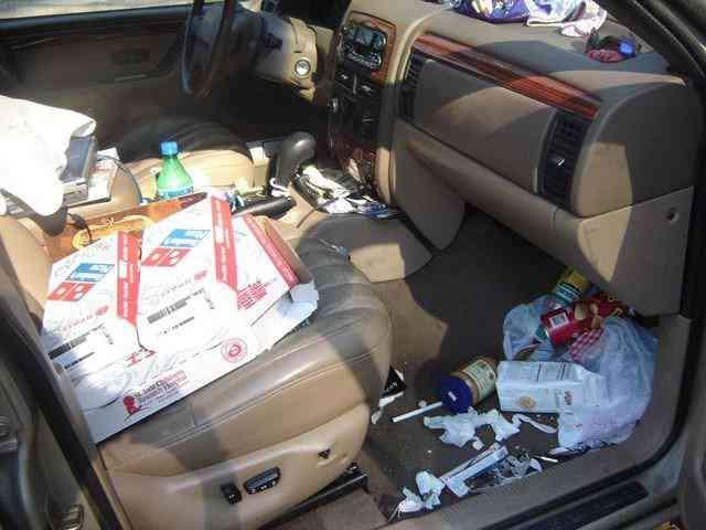 Most disgusting car interiors ever 6 Carro sujo: Você não vai acreditar no grau de imundície desse carro!