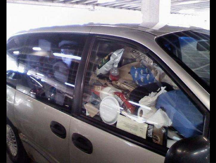 Trashed Cars 12 trash in car on passenger seats 1 Carro sujo: Você não vai acreditar no grau de imundície desse carro!