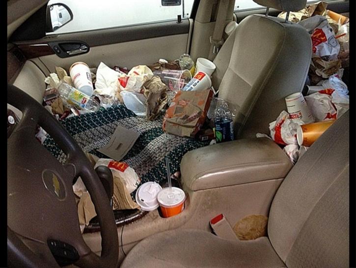 Trashed Cars 17 McDonalds trash in car Carro sujo: Você não vai acreditar no grau de imundície desse carro!
