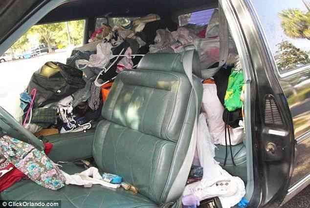 article 0 0D88E6B200000578 589 634x426 1 Carro sujo: Você não vai acreditar no grau de imundície desse carro!