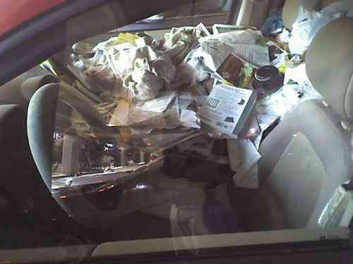 car hoarding 8 Carro sujo: Você não vai acreditar no grau de imundície desse carro!
