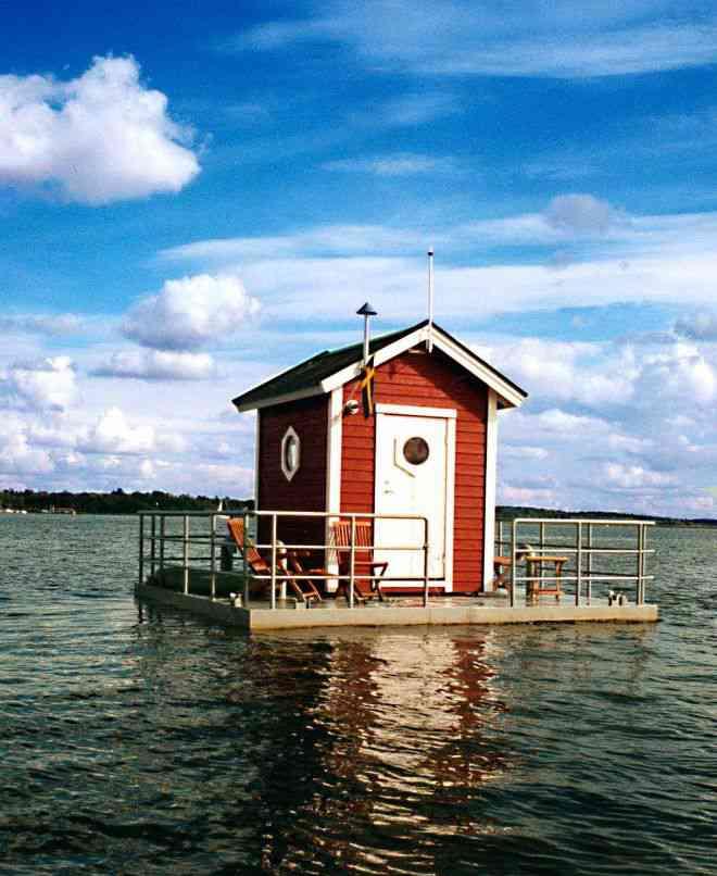 dfe7d5c884f6591280a5fef3d50fd5f3 Parece uma casinha no meio do lago, mas você não vai acreditar no que tem ali dentro