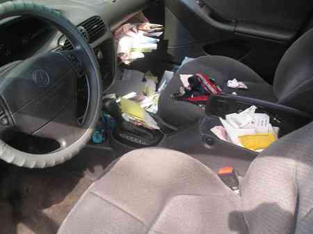 dirty car interior Carro sujo: Você não vai acreditar no grau de imundície desse carro!