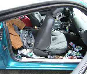 dirty car messy interior Carro sujo: Você não vai acreditar no grau de imundície desse carro!