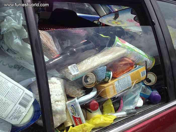 garbage car 3 1 Carro sujo: Você não vai acreditar no grau de imundície desse carro!