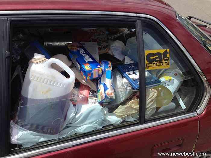 garbage car Carro sujo: Você não vai acreditar no grau de imundície desse carro!
