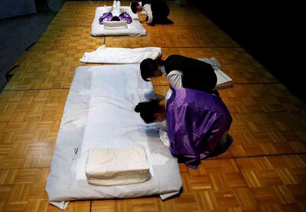 0 1de75f da5fba94 orig Fashion defunto week: A moda dos mortos no Japão