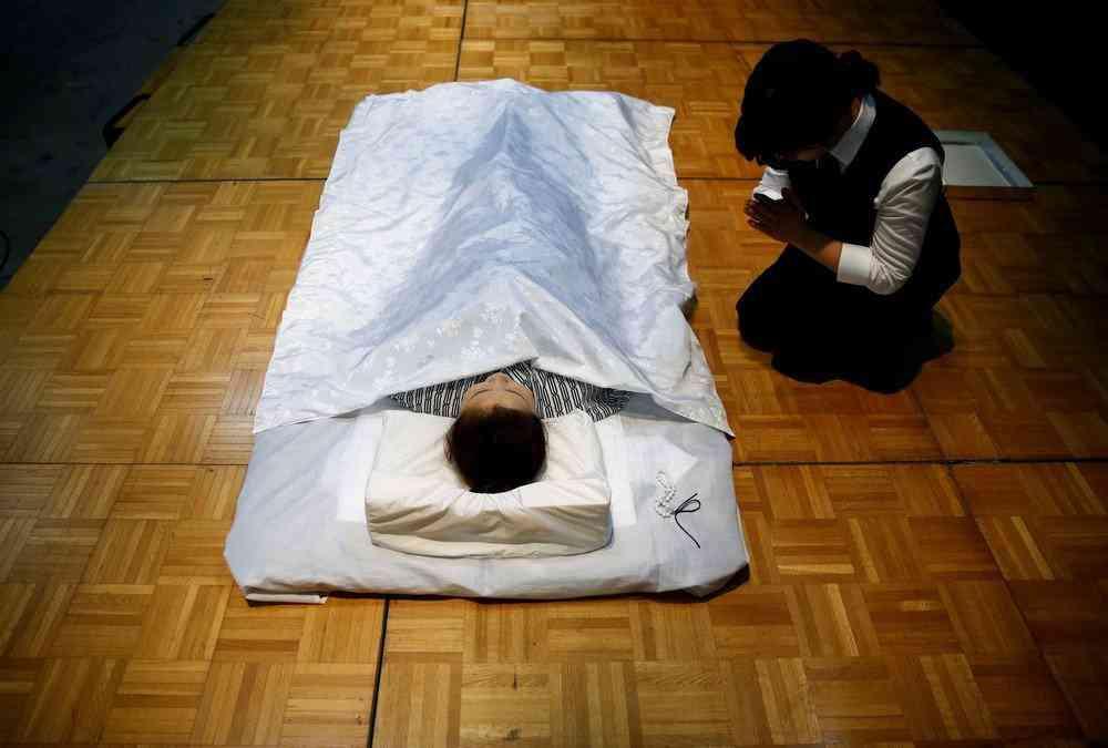 0 1de760 cb4854eb orig Fashion defunto week: A moda dos mortos no Japão