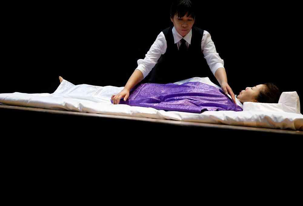 0 1de761 a20571bb orig Fashion defunto week: A moda dos mortos no Japão