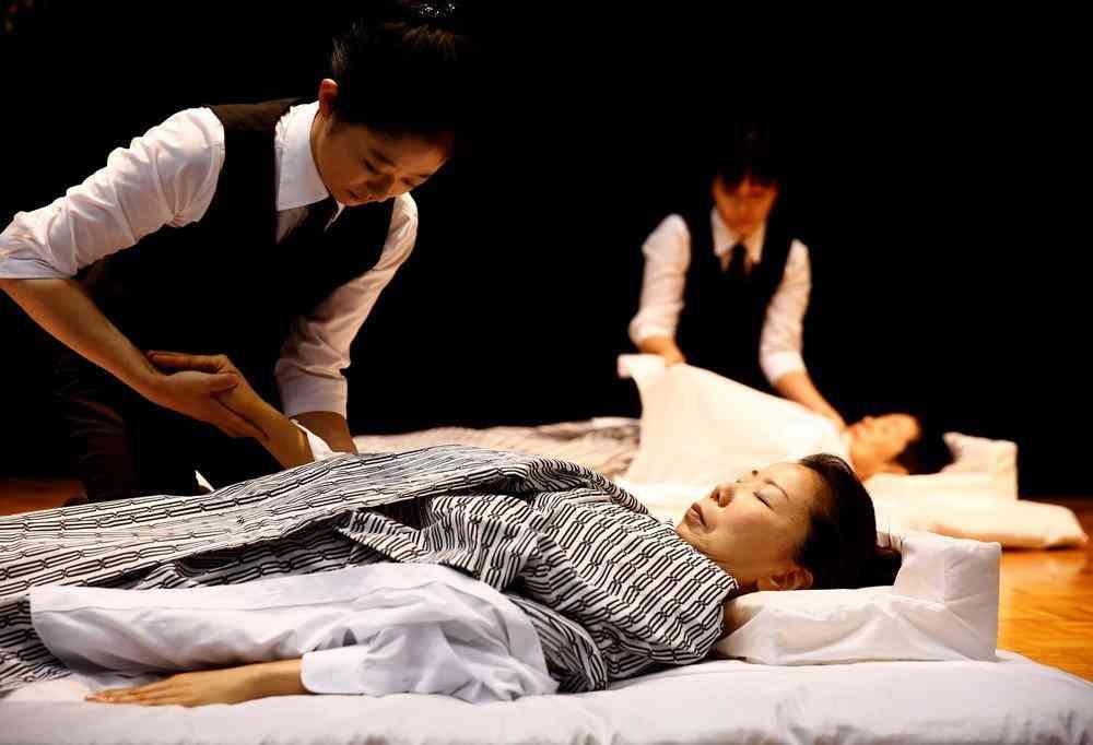 0 1de762 f90a820d orig Fashion defunto week: A moda dos mortos no Japão
