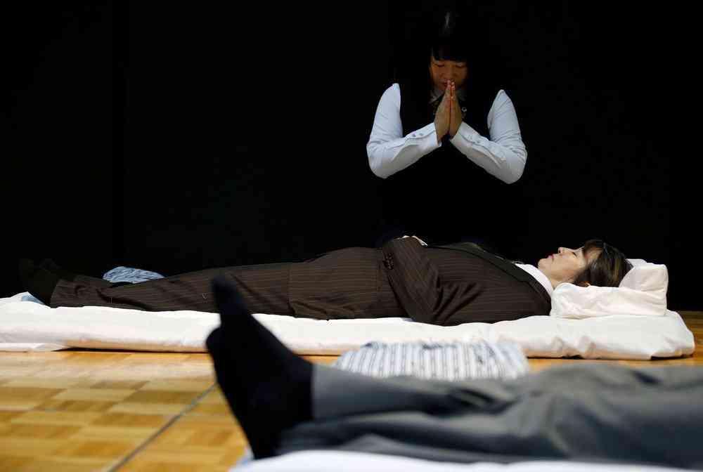 0 1de763 27713756 orig Fashion defunto week: A moda dos mortos no Japão