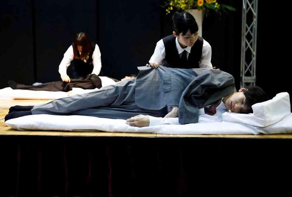 0 1de768 98b96db5 orig Fashion defunto week: A moda dos mortos no Japão