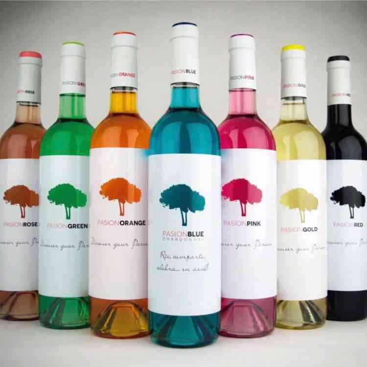 colored wine 750x750 Colorindo vinho: Empresa espanhola fatura alto com vinho colorido