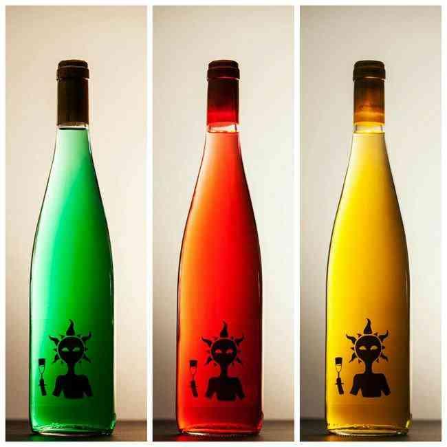 colored wine4 Colorindo vinho: Empresa espanhola fatura alto com vinho colorido