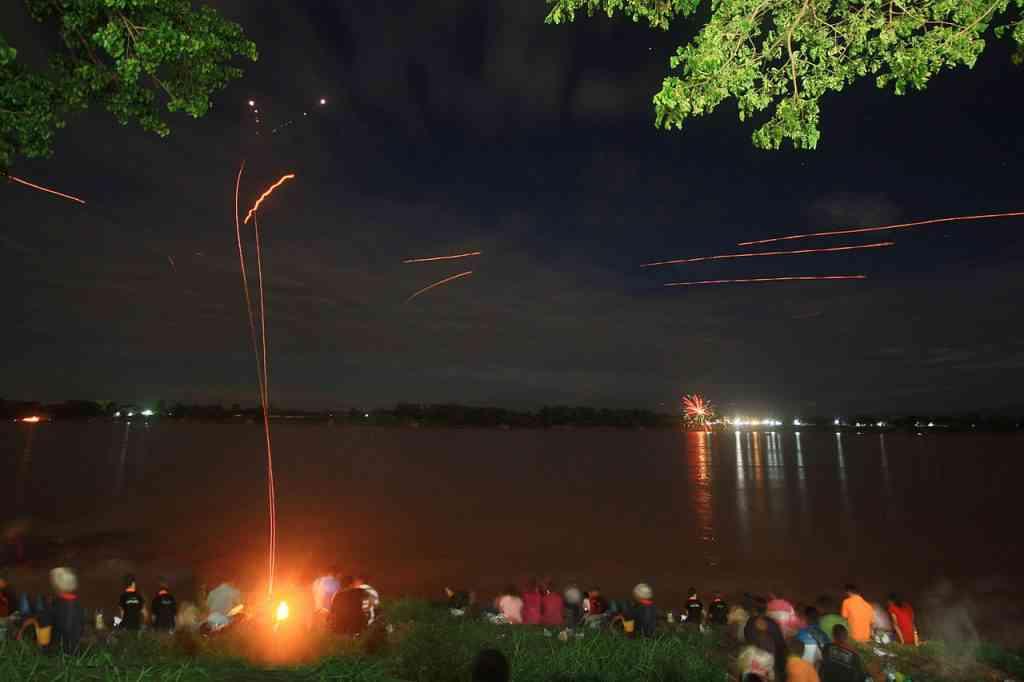 1280px Beung Fai Phraya Nag 187 ball 1024x682 Foto gump do dia: Naga Fireballs   As esferas luminosas