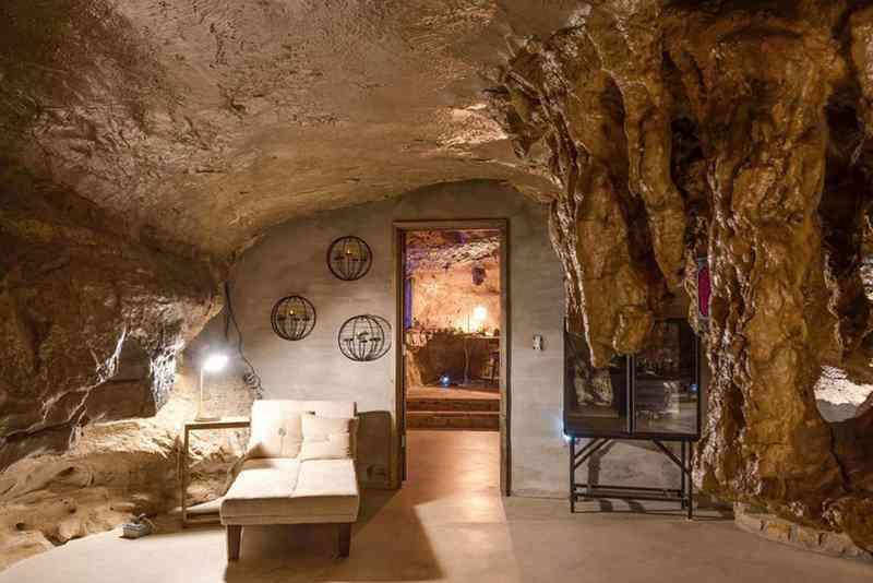 7a4365034e736332d775bf2ad858acde Casa caverna à venda. Alguém avise ao Bruce Wayne.
