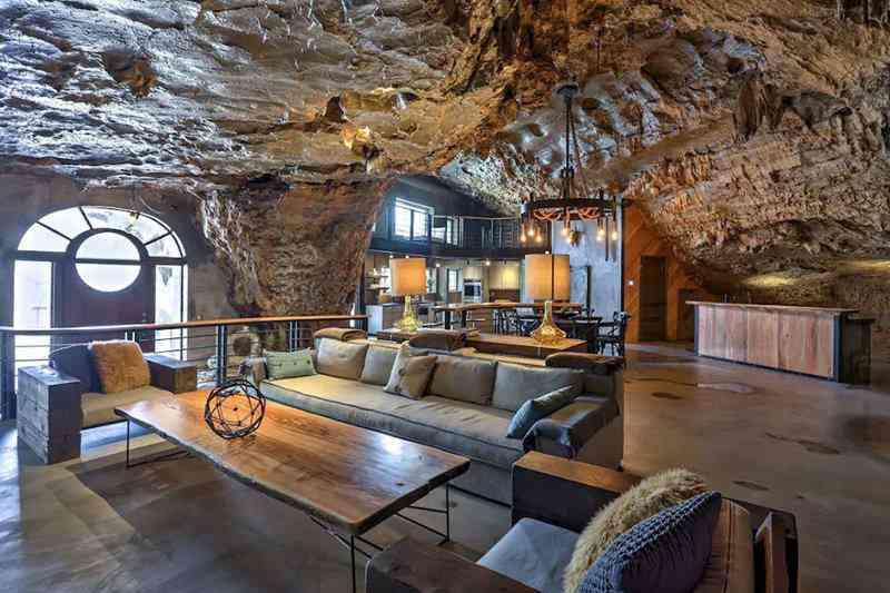 ab859cd4525c5006ac483eda4bd14044 Casa caverna à venda. Alguém avise ao Bruce Wayne.