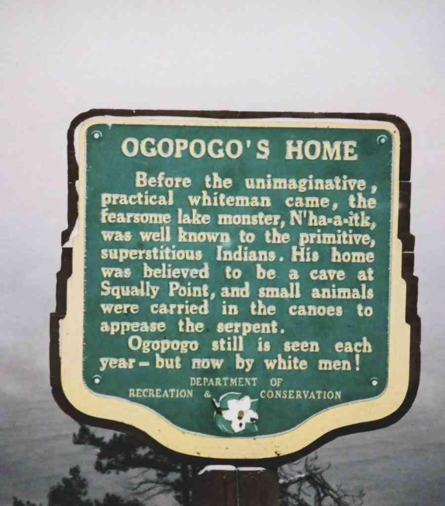 plaque 901x1024 Monstro do lago Ogopogo reapareceu no Canadá