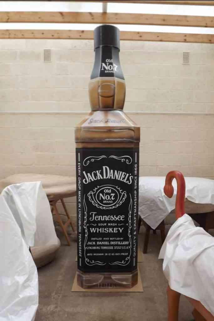 72a29e1eed2c 683x1024 Para a eternidade numa garrafa de uísque? Conheça essa fabrica de caixões incomuns