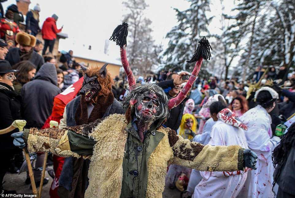 0d794c397e74 Carnaval peculiar da Macedônia lembra um pesadelo de entorpecentes