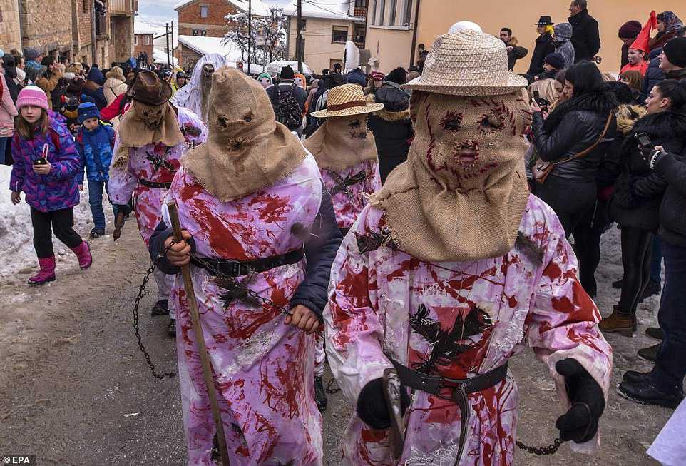 2ec0a1110ac3 Carnaval peculiar da Macedônia lembra um pesadelo de entorpecentes