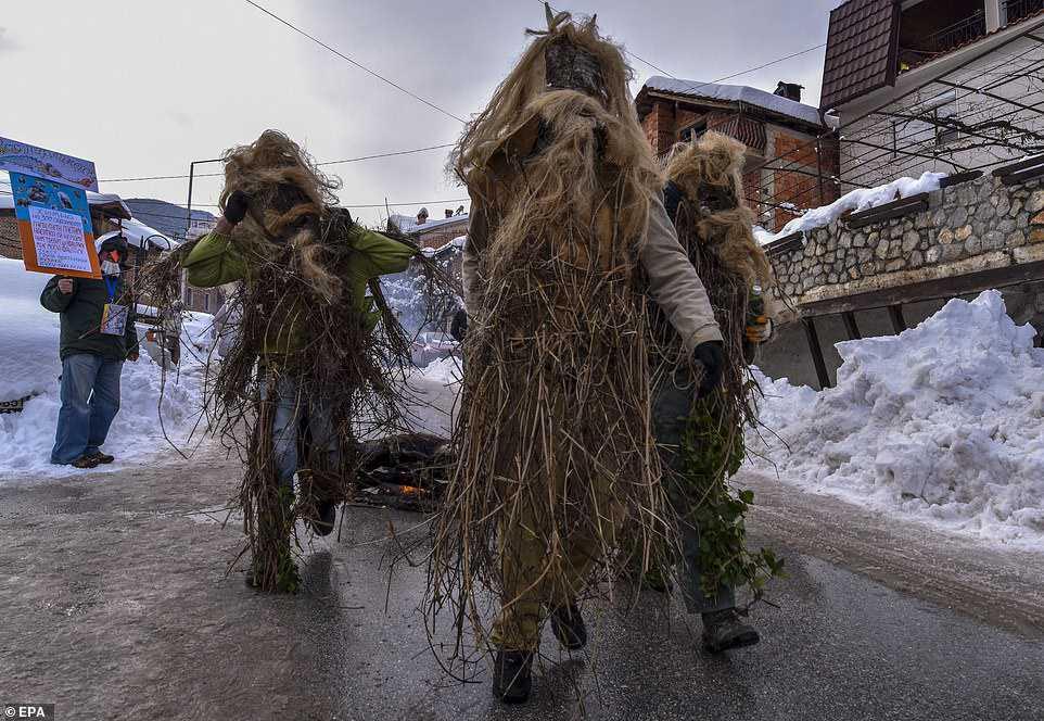 81e851b031af Carnaval peculiar da Macedônia lembra um pesadelo de entorpecentes