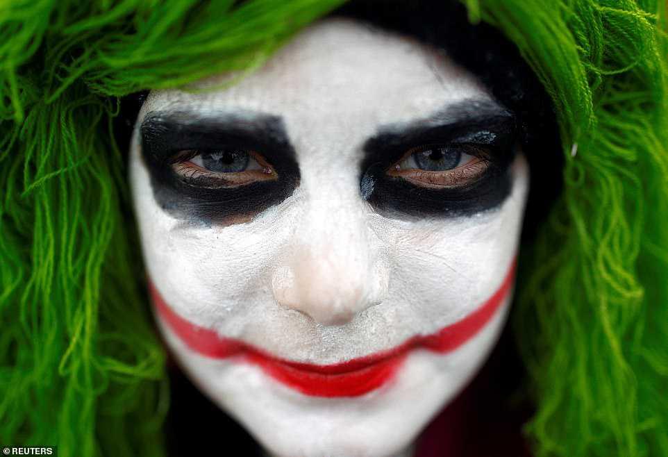 a3869f074b26 Carnaval peculiar da Macedônia lembra um pesadelo de entorpecentes