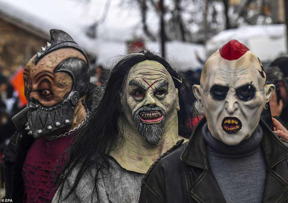 e35bc45b8d11 Carnaval peculiar da Macedônia lembra um pesadelo de entorpecentes