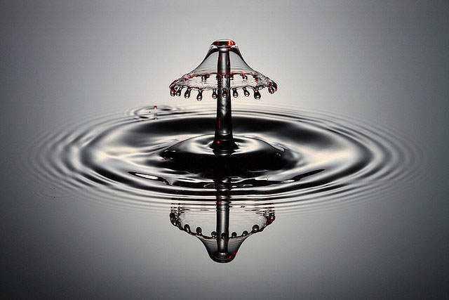 377608large shades of grey A beleza da água numa fração de segundo