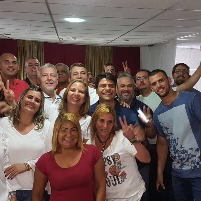 Pedro Paulo com moradores do Cachambi