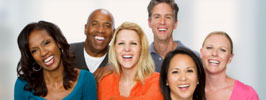Grupo de pessoas sorridentes