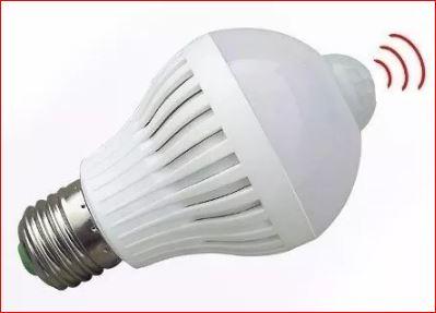 Lâmpada LED 7W Bulbo Soquete E27 Branco Frio Bivolt Com Sensor de Presença