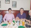 """Recentemente, no restaurante """"Magnólia"""", em Vila Rosa (esquerda para direita): Márcia de Almeida Palomo, Rafael Villaça Bernal, Maurício Salvador Bernal e Rosana Célia Cheque"""