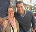 No último novembro, em Marrakesh Marrocos, norte da África, a itapetiningana Lídia Ravacci, com seu amigo, o empresário marroquino Mohamed Pi - Foto: Lígia Ravacci