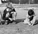 Com a chegada do Natal, voltam lembranças de outrora,onde quase todas crianças jogavam bolinhas de gude em plena rua, além de outras brincadeiras
