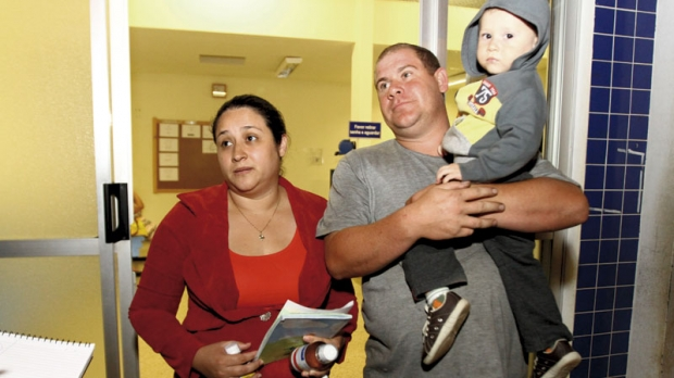 Vanessa da Silva Antunes e seu marido levaram o filho no PA do Jardim Mesquita e foram atendidos mais rápido que no PS