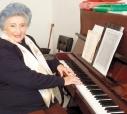 A competente musicista, professora e cantora Angelina Colombo Ragazzi, recebeu uma singela, mas marcante homenagem de seu jardineiro