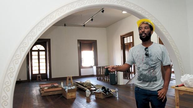 O secretário de Cultura de Itapetininga, Maurício Hermann, explica em que estágio se encontra a obra do Centro Cultural