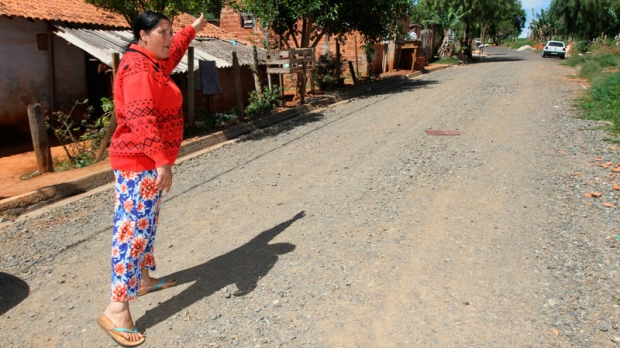 A moradora da Vila Nastri, Maria Antunes Araújo Domingues, 40 anos, afirma que está cansada de promessas de políticos.