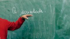 Segundo dados dos Tribunal Superior Eleitoral, cerca de 68% da população acima dos 18 anos de Itapetininga, não possui ensino médio completo