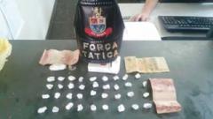 O trio foi abordado e com eles foram localizado R$ 40 em dinheiro e 37 porções de crack.
