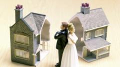 Mesmo que apenas um dos cônjuges tenha efetuado a compra inteira, o registro oficial é de que o imóvel pertence aos dois de modo igual