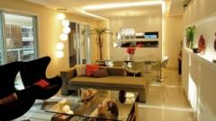 Os gessos são cada vez mais utilizados, pois facilitam às instalações elétricas e luminárias, sendo destaque quando é recortado por sancas de luz