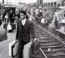 Os caixeiros viajantes chegavam às cidades com suas malas repletas de mercadorias e tinham como características a simpatia ímpar, sorrisos permanentes