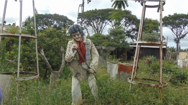"""Estátua do """"Elvis de Itape"""", antigamente disposta no centro na cidade, agora se encontra no bairro Monte Santo em Itapetininga"""