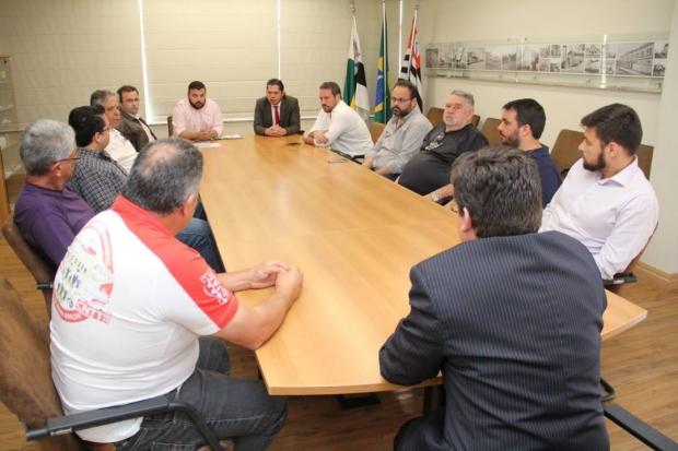 Os representantes da Viação Rosa procuraram a Empresa Circular Nossa Senhora Aparecida e sugeriram a concessão dos serviços de transporte coletivo à empresa itapetiningana.