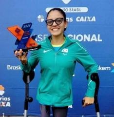 Ela conquistou o Prêmio Destaque como Atleta com maior pontuação  durante as disputas  da 2ª. Fase Nacional de Atletismo Caixa em São Paulo