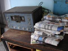 Foi então que um locutor da emissora de rádio e o proprietário do jornal, quase centenário, se digladiaram através de ferozes e raivosos comentários